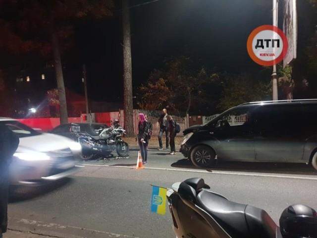 Под Киевом произошло ДТП с участием четырех транспортных средств