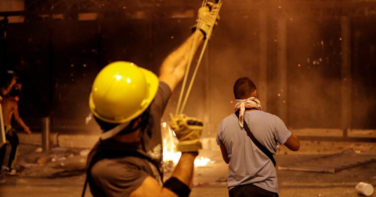 В Бейруте демонстранты попытались поджечь здание парламента