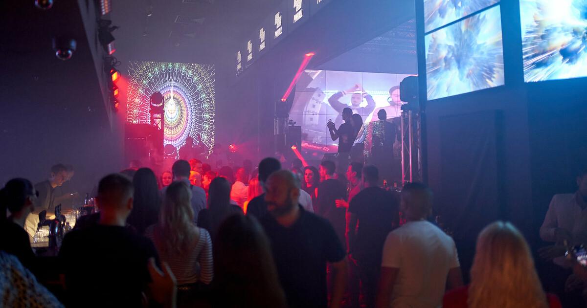 Россия стрептиз ночные клубы город остров ночной клуб