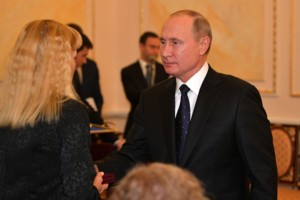Путин вручил вдовам сотрудников, погибших при испытаниях под Северодвинском, ордена Мужества, присужденные посмертно