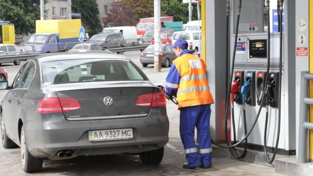 Бензин дешевшає: яких цін на пальне чекати водіям в липні, фото-1