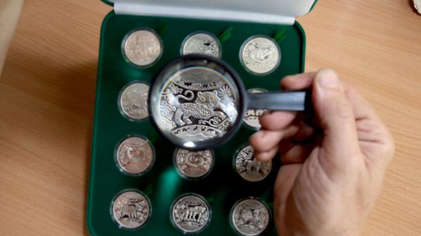 Кіборги, футбол, картопля: що можна побачити на найкрасивіших монетах України, фото-1