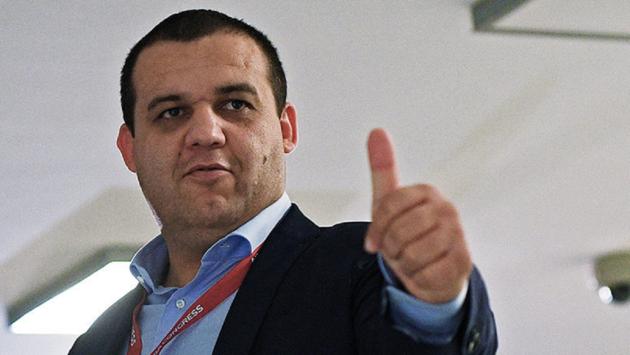 Украинцы попрыгали с россиянином, предлагающим Усику и Ломаченко паспорта РФ
