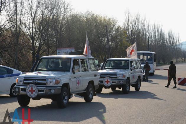 Возле контрольно-пропускного пункта Горловка проходит первый в 2020 году обмен пленными.