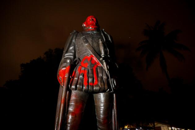 Статуя Христофору Колумбу в Майами. Фото: REUTERS/Marco Bello