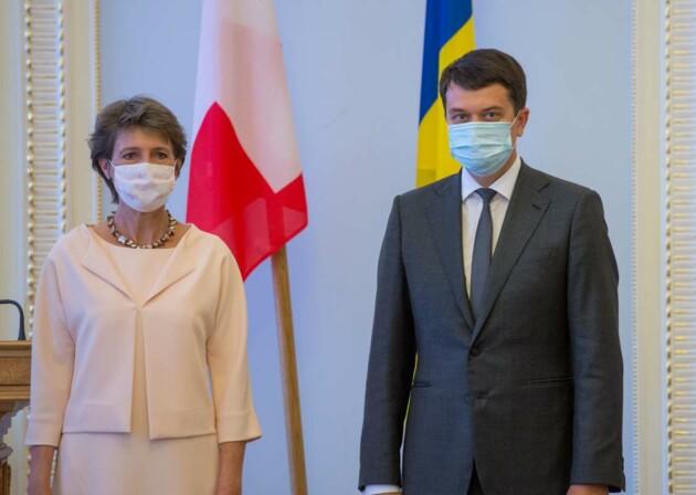 Президент Швейцарии Симонетта Соммаруга и глава Верховной Рады Украины Дмитрий Разумков