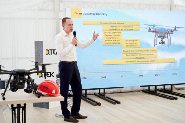 Компания ДТЭК Сети показала, как при помощи дрона обследуют линии электропередач