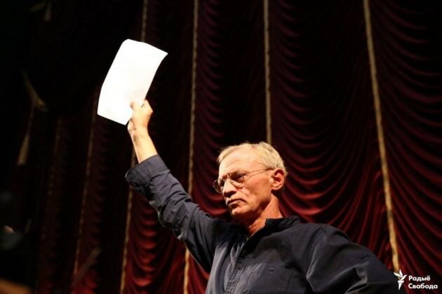 Протесты в театре имени Янки Купалы. Фото: https://t.me/radiosvaboda