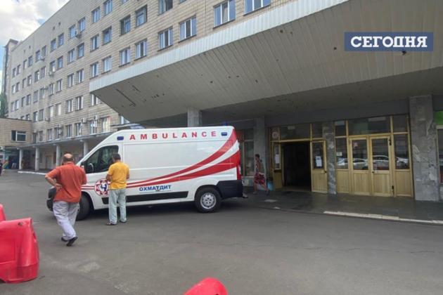 """Пострадавшего мальчика вертолетом доставили в столичную клинику """"Охматдет"""".   / Фото: Сегодня"""