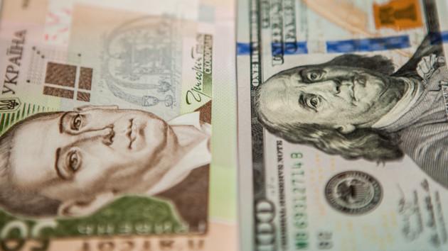 Гривня окрепла: эксперт НБУ назвал плюсы и минусы дешевого доллара в Украине