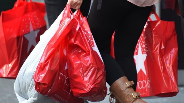 Пандемия обвалила продажи в Британии до минимума за 25 лет