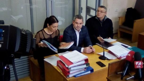 Мирослав Продан и его адвокаты. Фото:  Фото: twitter.com / SolonynaY