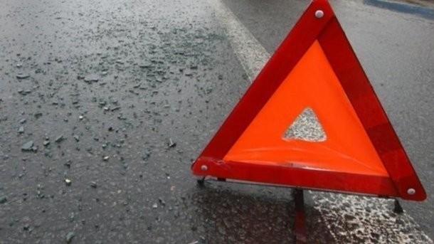 Под Киевом водитель сбил на переходе женщину с коляской (видео)