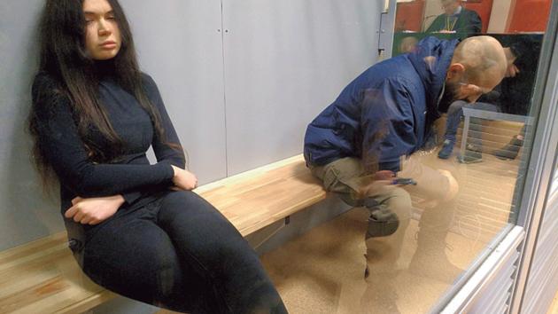 В зале суда. Зайцева и Дронов в «аквариуме». Фото: Т. Ерохина