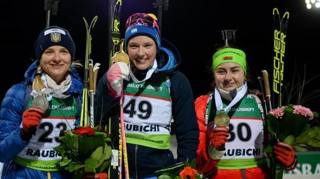Журавок (слева) уже попадала в призеры международных стартов