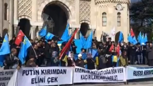 Акция протеста крымских татар в Стамбуле