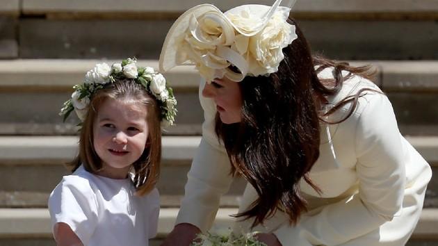 Не по-королевски! Дочь Кейт Миддлтон насмешила дерзким жестом: видео