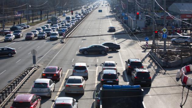Пробки в Киеве парализовали мосты, проспекты и подъезды к городу