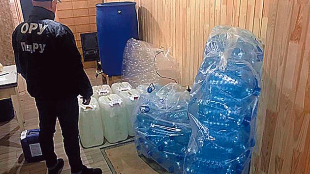 Обнаружили алкоголь и тару. Фото:пресс-служба ЮРУ ГПСУ