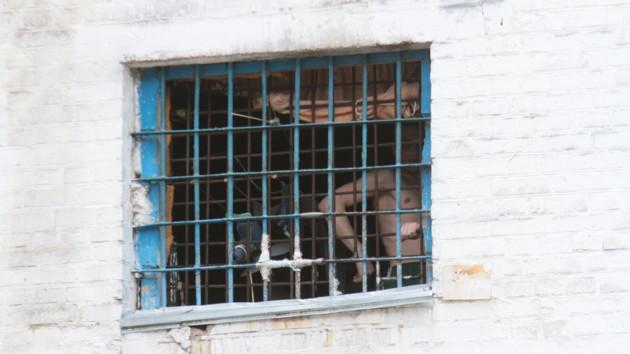 Мужчина, укравший из магазина в Киеве женскую обувь, получил более четырех лет тюрьмы