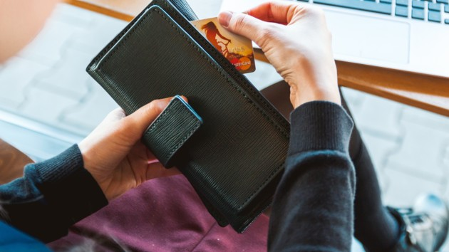 Украинцы смогут дистанционно открывать счета в банках