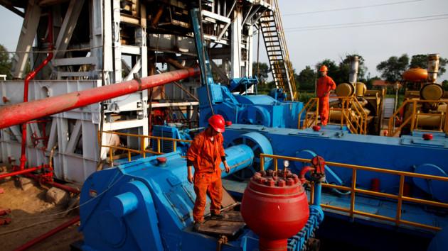 """Кризис 1998 может повториться: в мире некуда девать """"лишнюю"""" нефть"""