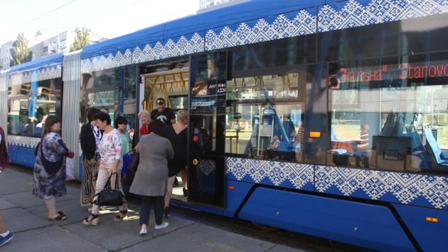 На скоростном трамвае в Киеве осенью откроют пять обновленных остановок: фото
