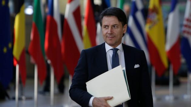 """Премьер Италии заявил о """"жесткой конфронтации"""" с Меркель из-за коронавируса"""