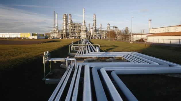 Украина резко сократила транзит бензина и дизеля