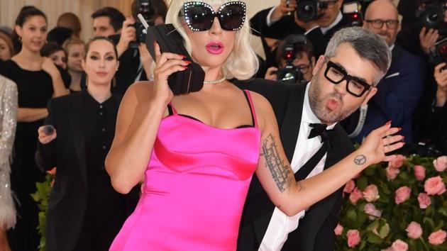 Леди Гага попала в забавный инцидент: курьезное видео