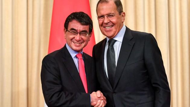 Россия вернет Японии два Курильских острова: Лавров назвал условия