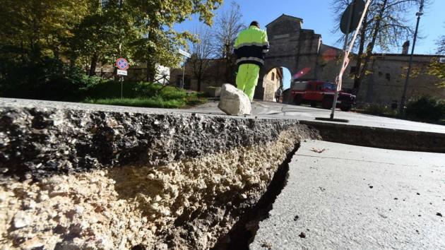 Землетрясение в Турции повредило около тысячи домов