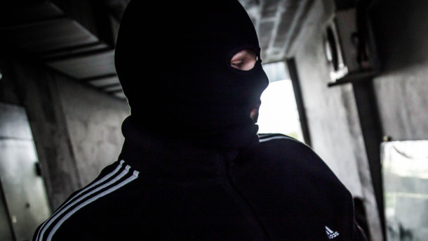 Во Львове разыскивают мужчину, средь бела дня ограбившего продуктовый магазин