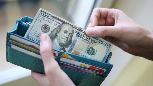 Доллар просел в цене после рывка вверх: официальный курс