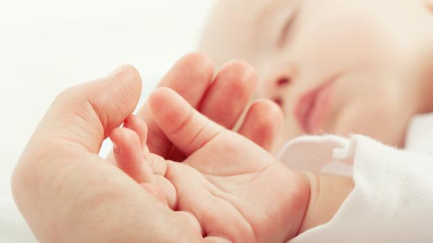 Врачи выходили самого маленького в мире новорожденного ребенка