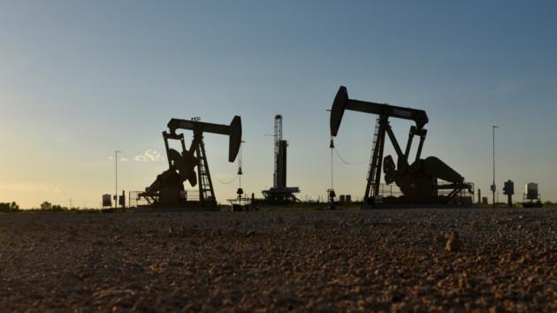 Цены на нефть растут вторую неделю подряд: аналитики назвали причины