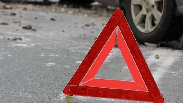 В Днепре водитель ВАЗа сбил человека, затащил его в машину и сбежал (видео)