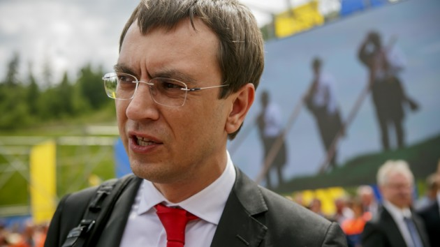 К экс-министру Омеляну силовики пришли с обысками: фото