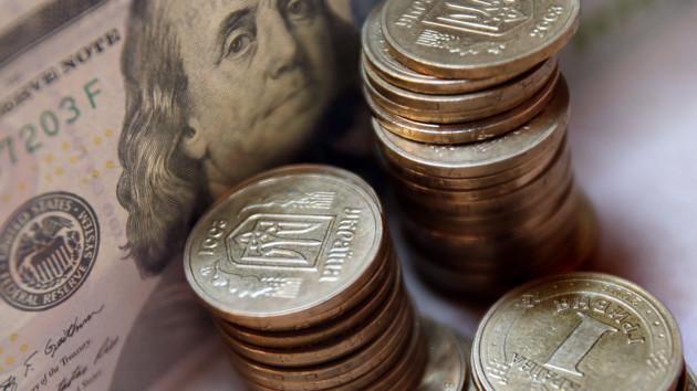 Курс доллара в Украине заметно упал: итоги дня на межбанке