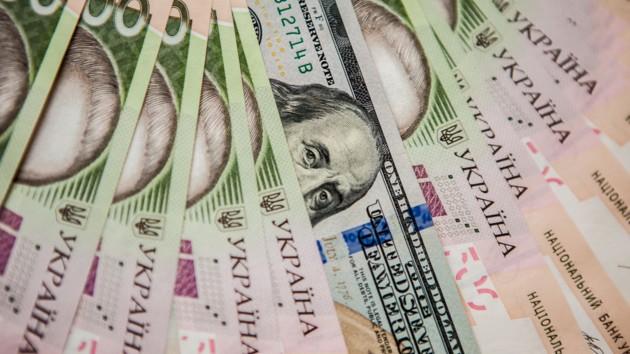 Гривня сдает позиции: в Украине подорожал доллар