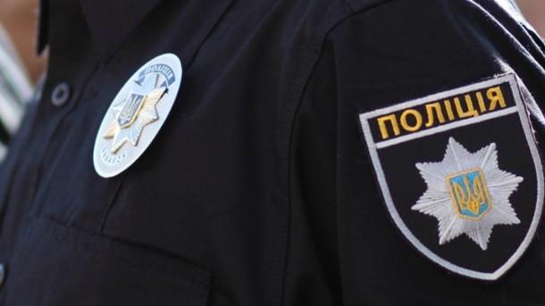 В Житомире парень попал кирпичом в голову полицейскому