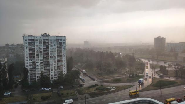 Киевскую область накроет дождь с градом, а в столице обещают грозу