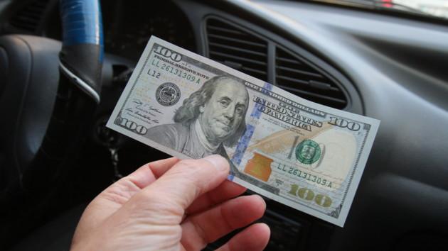 Доллар вновь устремился вверх: итоги дня на межбанке