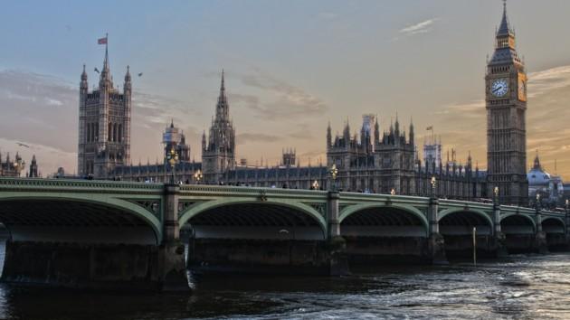 Большая часть Лондона и Великобритании остались без света