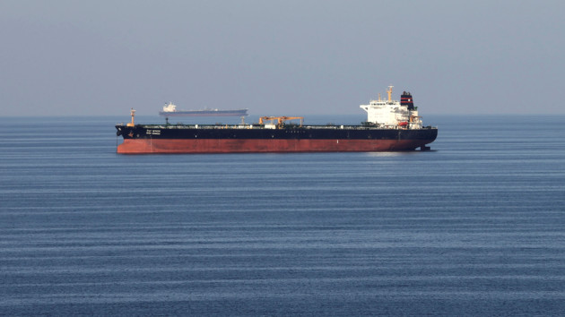 """Китай игнорирует """"нефтяные"""" санкции США против Ирана: названы объемы импорта"""