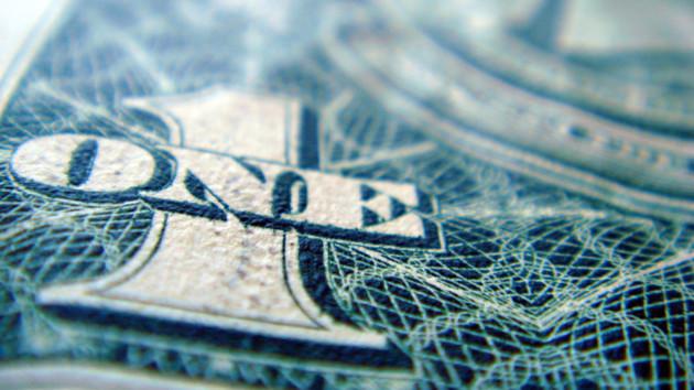 """""""Зеленый"""" сдает позиции: гривня отыграла у доллара еще 23 копейки"""