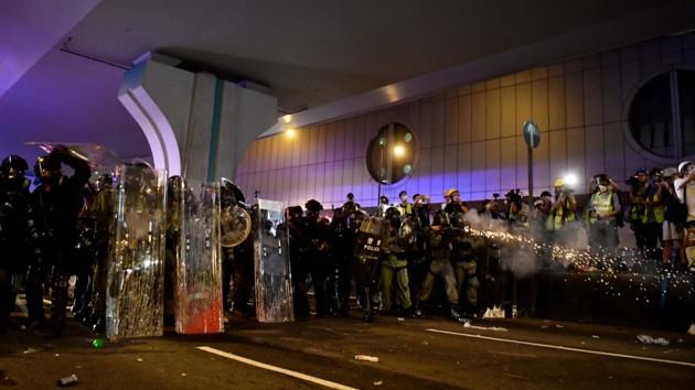 МИД рекомендует украинцам не участвовать в протестах в Гонконге