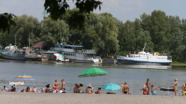 На всех столичных пляжах не рекомендуют купаться