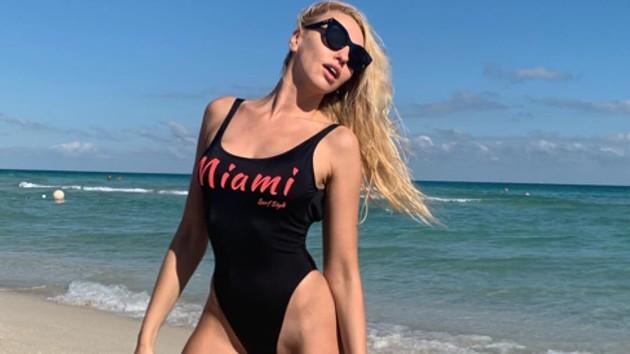"""""""Красный или черный?"""": Оля Полякова восхитила сеть горячими фото в бикини"""