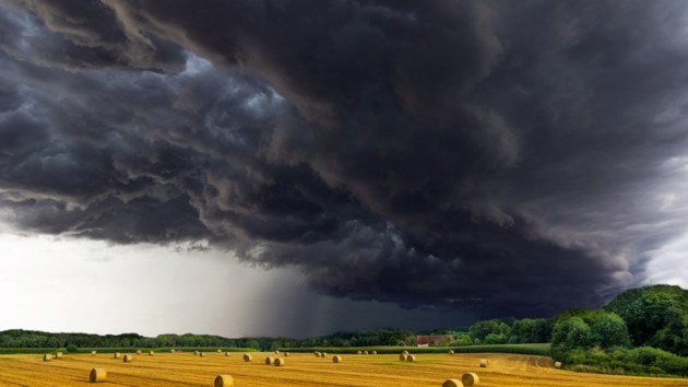 Перепад температур, ливни и штормовой ветер: синоптик предупредила об ухудшении погоды
